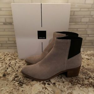 NEW Dolce Vita Cyndie ankle boots genuine suede